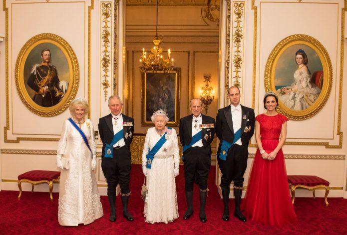 Королева Елизавета II с семьёй