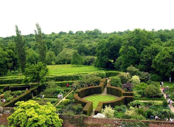 Сад замка Сиссингхерст в графстве Кент